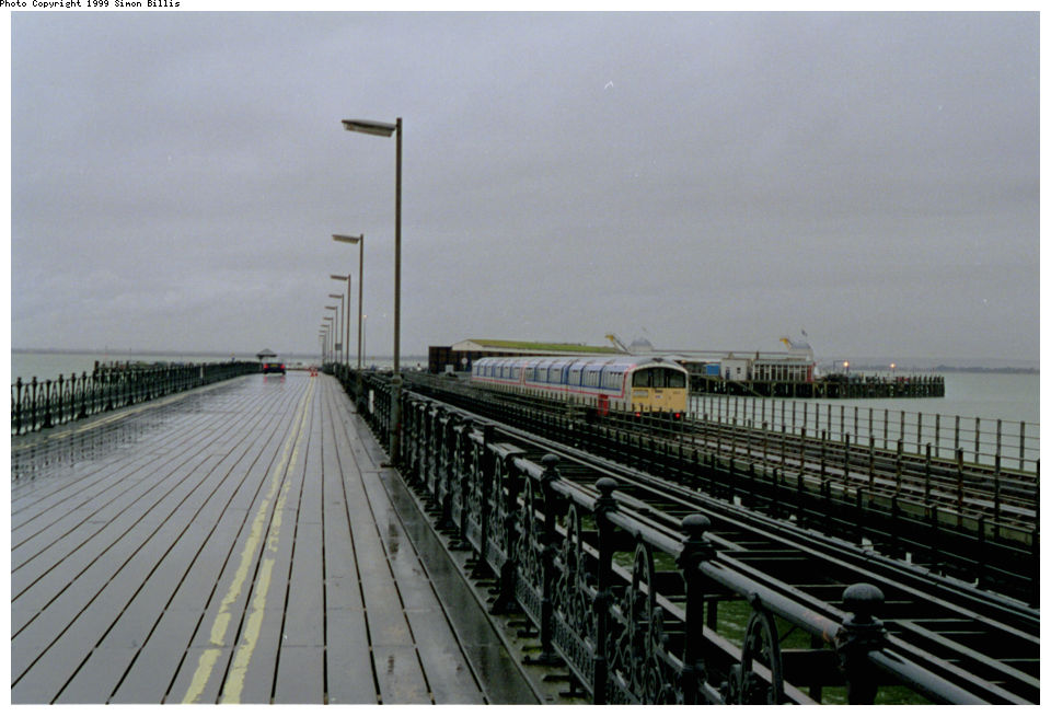 (106k, 960x654)<br><b>Country:</b> United Kingdom<br><b>City:</b> Isle of Wight<br><b>System:</b> Island Line<br><b>Location:</b> Ryde Pier Head <br><b>Route:</b> Isle of Wight<br><b>Photo by:</b> Simon Billis<br><b>Date:</b> 1/2000<br><b>Viewed (this week/total):</b> 1 / 2668