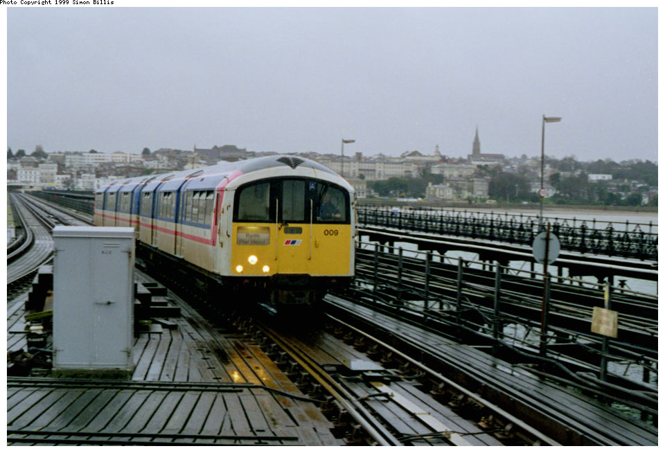 (124k, 960x654)<br><b>Country:</b> United Kingdom<br><b>City:</b> Isle of Wight<br><b>System:</b> Island Line<br><b>Location:</b> Ryde Pier Head <br><b>Route:</b> Isle of Wight<br><b>Photo by:</b> Simon Billis<br><b>Date:</b> 1/2000<br><b>Viewed (this week/total):</b> 2 / 3301