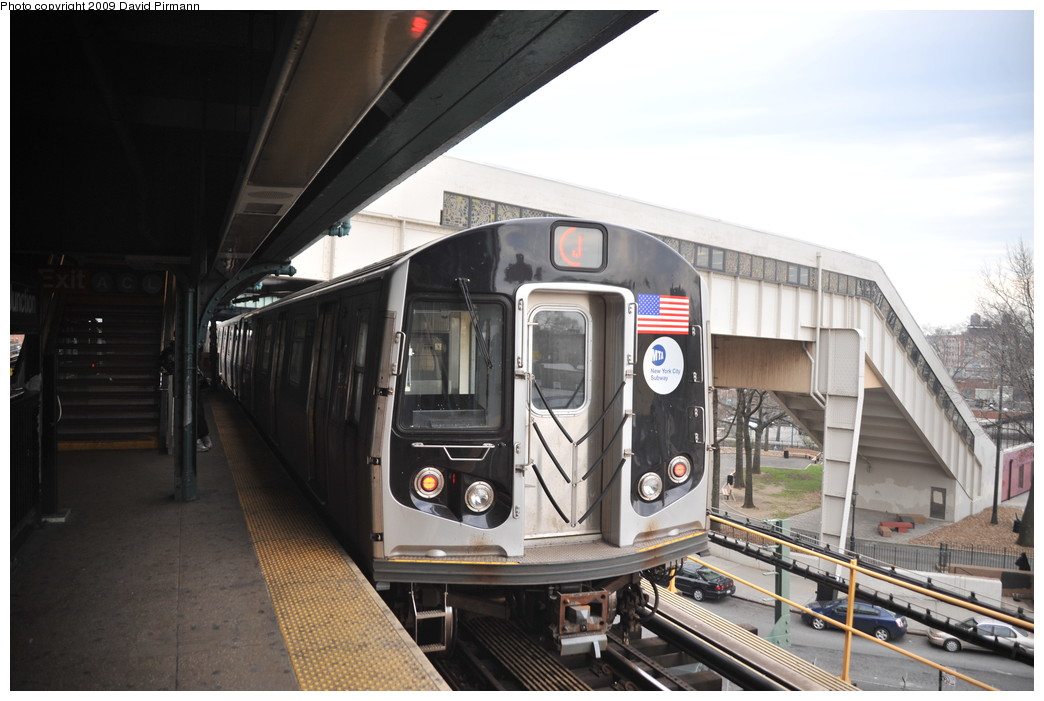 (232k, 1044x701)<br><b>Country:</b> United States<br><b>City:</b> New York<br><b>System:</b> New York City Transit<br><b>Line:</b> BMT Nassau Street/Jamaica Line<br><b>Location:</b> Broadway/East New York (Broadway Junction) <br><b>Route:</b> J<br><b>Car:</b> R-160A-1 (Alstom, 2005-2008, 4 car sets)  8621 <br><b>Photo by:</b> David Pirmann<br><b>Date:</b> 4/10/2009<br><b>Viewed (this week/total):</b> 3 / 990