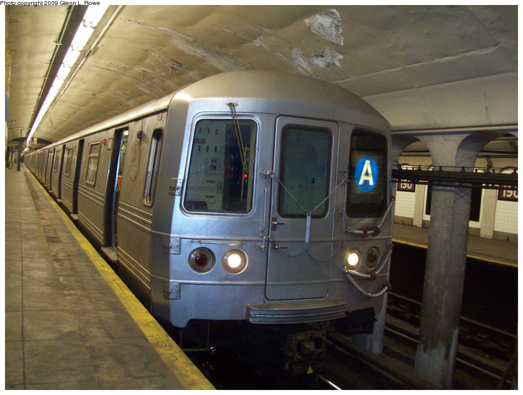 (197k, 1044x788)<br><b>Country:</b> United States<br><b>City:</b> New York<br><b>System:</b> New York City Transit<br><b>Line:</b> IND 8th Avenue Line<br><b>Location:</b> 190th Street/Overlook Terrace <br><b>Route:</b> A<br><b>Car:</b> R-46 (Pullman-Standard, 1974-75) 6148 <br><b>Photo by:</b> Glenn L. Rowe<br><b>Date:</b> 4/10/2009<br><b>Viewed (this week/total):</b> 0 / 864