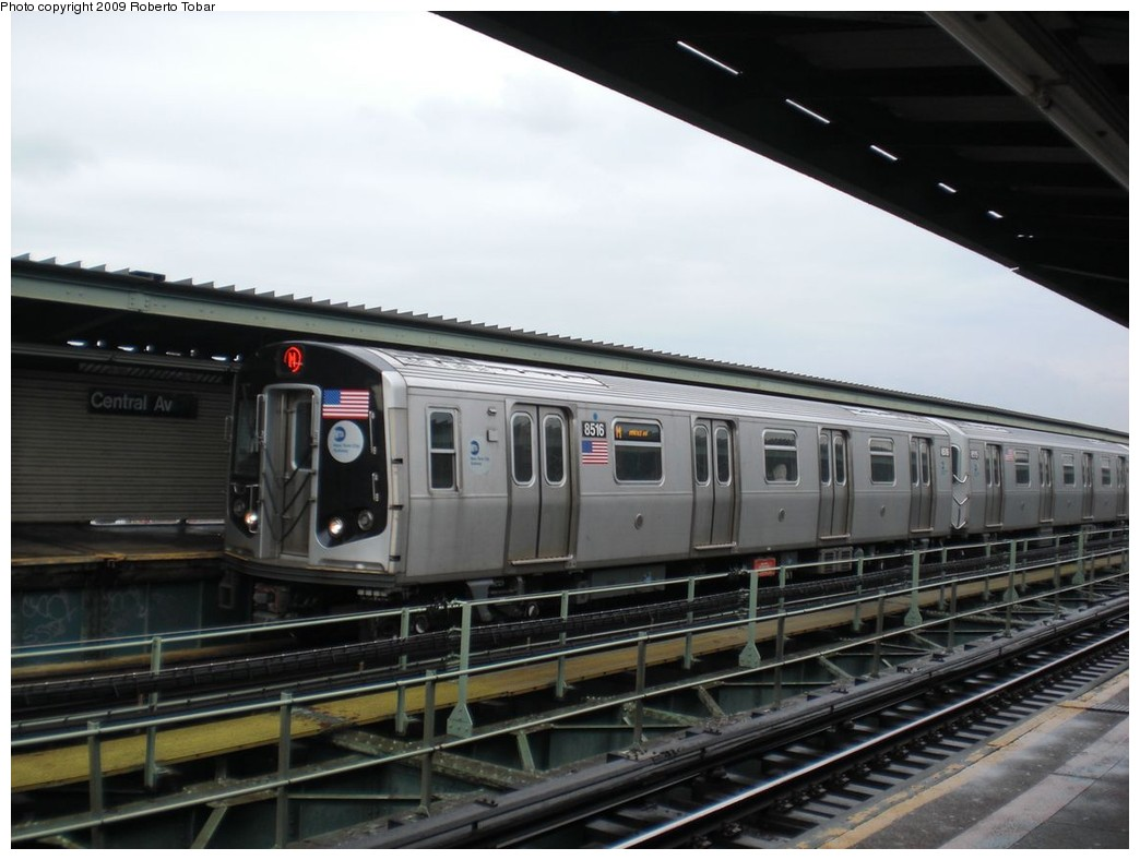 (202k, 1044x788)<br><b>Country:</b> United States<br><b>City:</b> New York<br><b>System:</b> New York City Transit<br><b>Line:</b> BMT Myrtle Avenue Line<br><b>Location:</b> Central Avenue <br><b>Route:</b> M<br><b>Car:</b> R-160A-1 (Alstom, 2005-2008, 4 car sets)  8516 <br><b>Photo by:</b> Roberto C. Tobar<br><b>Date:</b> 4/11/2009<br><b>Viewed (this week/total):</b> 0 / 758