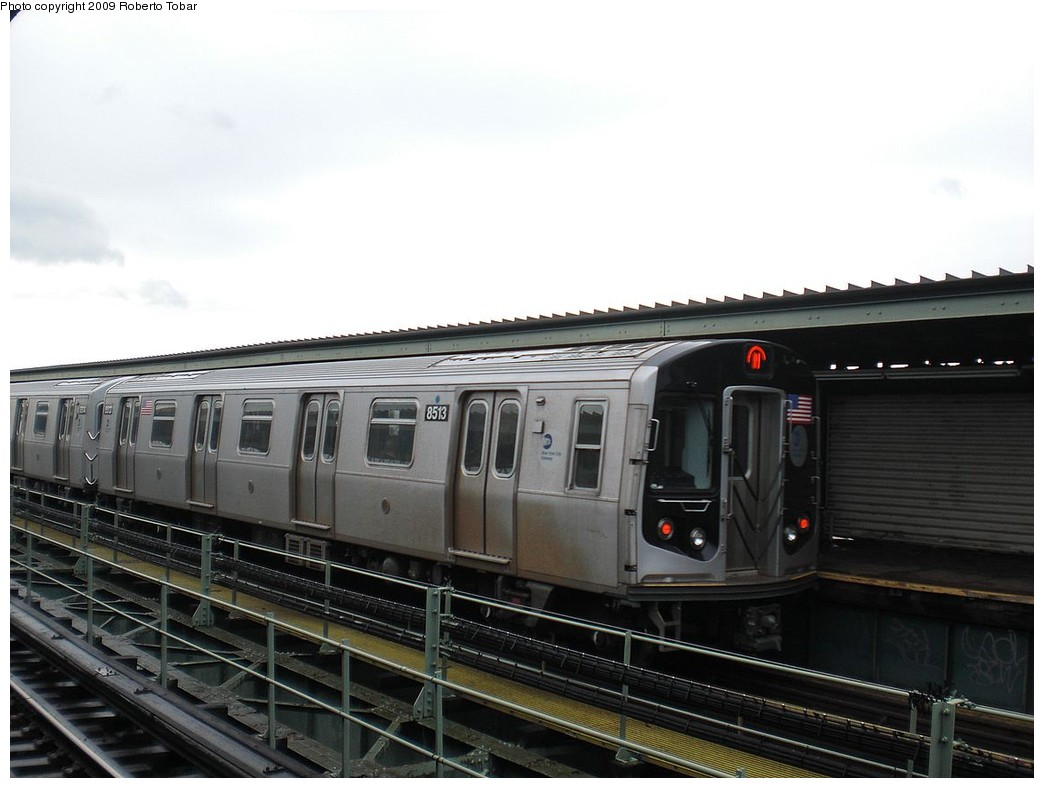 (189k, 1044x788)<br><b>Country:</b> United States<br><b>City:</b> New York<br><b>System:</b> New York City Transit<br><b>Line:</b> BMT Myrtle Avenue Line<br><b>Location:</b> Central Avenue <br><b>Route:</b> M<br><b>Car:</b> R-160A-1 (Alstom, 2005-2008, 4 car sets)  8513 <br><b>Photo by:</b> Roberto C. Tobar<br><b>Date:</b> 4/11/2009<br><b>Viewed (this week/total):</b> 1 / 653
