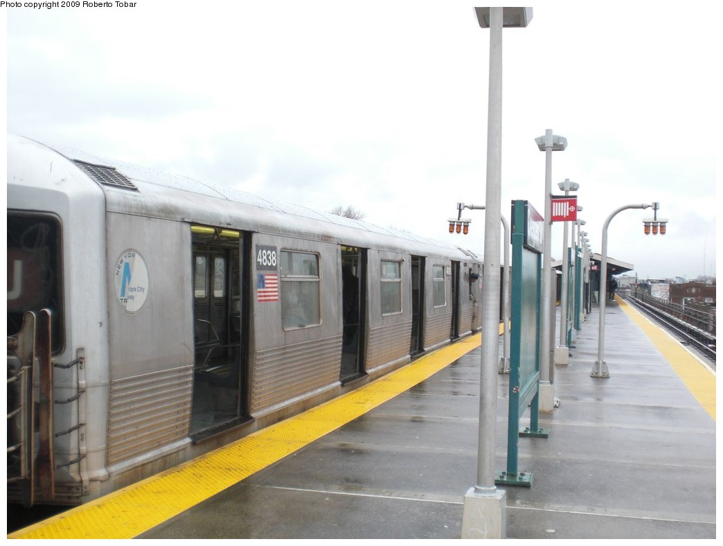 (171k, 1044x788)<br><b>Country:</b> United States<br><b>City:</b> New York<br><b>System:</b> New York City Transit<br><b>Line:</b> BMT Nassau Street/Jamaica Line<br><b>Location:</b> Crescent Street <br><b>Route:</b> J<br><b>Car:</b> R-42 (St. Louis, 1969-1970)  4838 <br><b>Photo by:</b> Roberto C. Tobar<br><b>Date:</b> 4/11/2009<br><b>Viewed (this week/total):</b> 3 / 1351