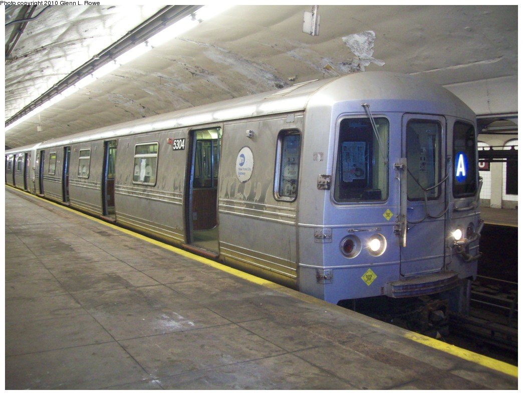 (197k, 1044x788)<br><b>Country:</b> United States<br><b>City:</b> New York<br><b>System:</b> New York City Transit<br><b>Line:</b> IND 8th Avenue Line<br><b>Location:</b> 190th Street/Overlook Terrace <br><b>Route:</b> A<br><b>Car:</b> R-44 (St. Louis, 1971-73) 5304 <br><b>Photo by:</b> Glenn L. Rowe<br><b>Date:</b> 4/8/2010<br><b>Viewed (this week/total):</b> 1 / 550