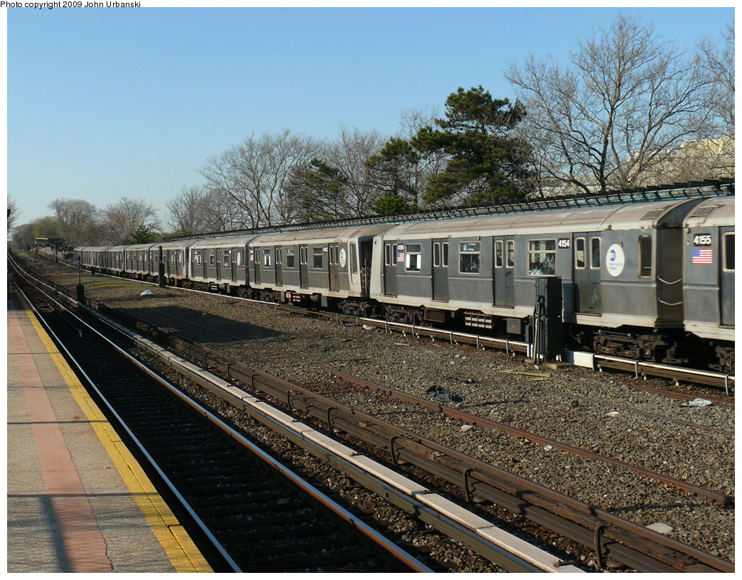 (393k, 1044x816)<br><b>Country:</b> United States<br><b>City:</b> New York<br><b>System:</b> New York City Transit<br><b>Line:</b> IND Rockaway<br><b>Location:</b> Aqueduct/North Conduit Avenue <br><b>Route:</b> A<br><b>Car:</b> R-40 (St. Louis, 1968)  4154 <br><b>Photo by:</b> John Urbanski<br><b>Date:</b> 4/16/2009<br><b>Viewed (this week/total):</b> 2 / 800