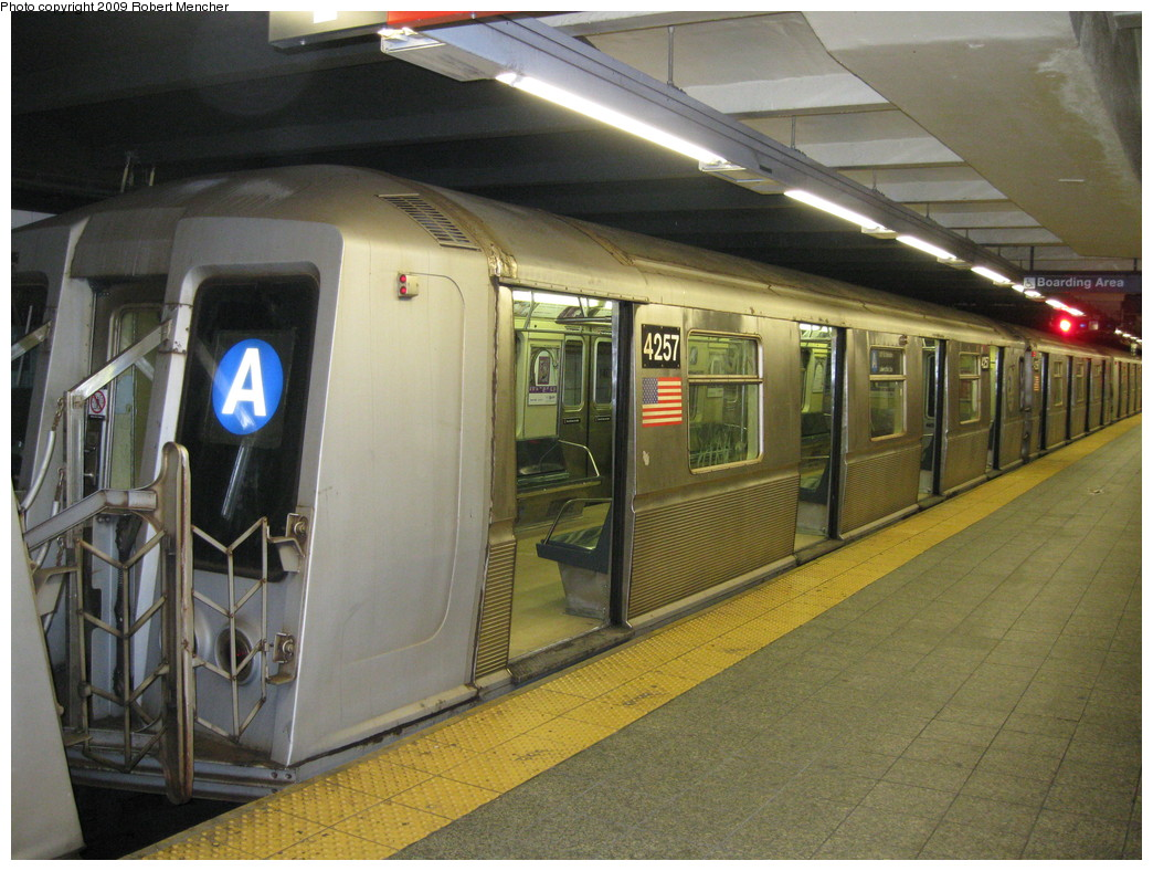 (237k, 1044x788)<br><b>Country:</b> United States<br><b>City:</b> New York<br><b>System:</b> New York City Transit<br><b>Line:</b> IND 8th Avenue Line<br><b>Location:</b> 207th Street <br><b>Route:</b> A<br><b>Car:</b> R-40 (St. Louis, 1968)  4257 <br><b>Photo by:</b> Robert Mencher<br><b>Date:</b> 4/18/2009<br><b>Viewed (this week/total):</b> 0 / 746