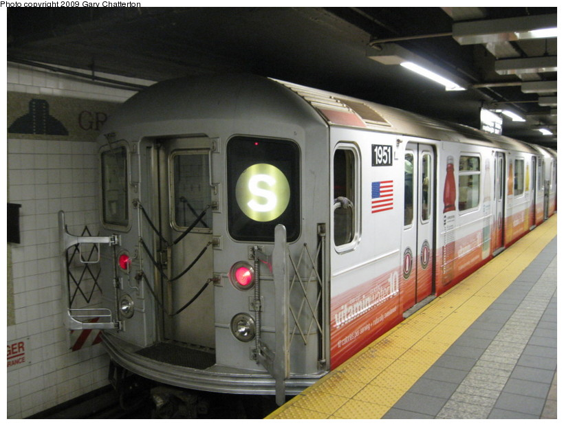 (130k, 820x620)<br><b>Country:</b> United States<br><b>City:</b> New York<br><b>System:</b> New York City Transit<br><b>Line:</b> IRT Times Square-Grand Central Shuttle<br><b>Location:</b> Grand Central <br><b>Route:</b> S<br><b>Car:</b> R-62A (Bombardier, 1984-1987)  1951 <br><b>Photo by:</b> Gary Chatterton<br><b>Date:</b> 4/15/2009<br><b>Viewed (this week/total):</b> 2 / 946