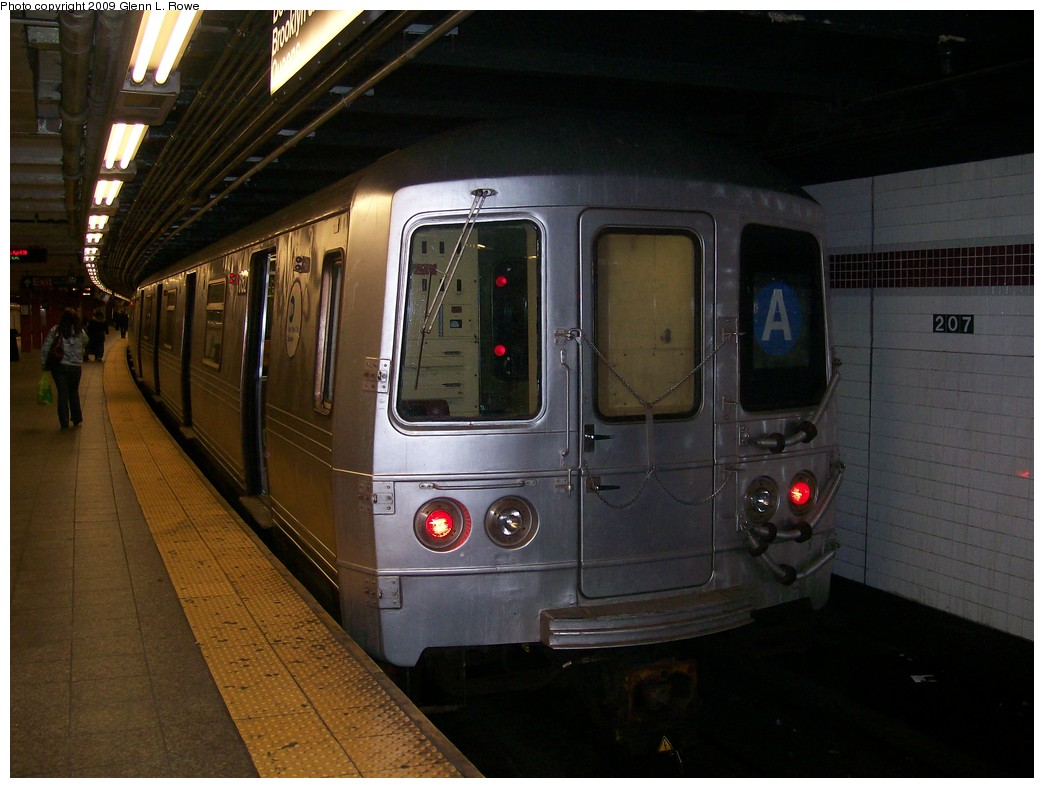 (182k, 1044x788)<br><b>Country:</b> United States<br><b>City:</b> New York<br><b>System:</b> New York City Transit<br><b>Line:</b> IND 8th Avenue Line<br><b>Location:</b> 207th Street <br><b>Route:</b> A<br><b>Car:</b> R-46 (Pullman-Standard, 1974-75) 6152 <br><b>Photo by:</b> Glenn L. Rowe<br><b>Date:</b> 4/20/2009<br><b>Viewed (this week/total):</b> 1 / 735