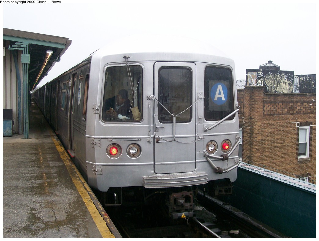 (198k, 1044x788)<br><b>Country:</b> United States<br><b>City:</b> New York<br><b>System:</b> New York City Transit<br><b>Line:</b> IND Fulton Street Line<br><b>Location:</b> Lefferts Boulevard <br><b>Route:</b> A<br><b>Car:</b> R-46 (Pullman-Standard, 1974-75) 6166 <br><b>Photo by:</b> Glenn L. Rowe<br><b>Date:</b> 4/20/2009<br><b>Viewed (this week/total):</b> 1 / 580