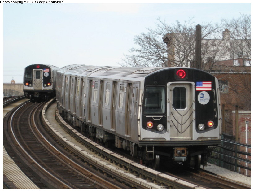 (131k, 820x620)<br><b>Country:</b> United States<br><b>City:</b> New York<br><b>System:</b> New York City Transit<br><b>Line:</b> BMT Astoria Line<br><b>Location:</b> 30th/Grand Aves. <br><b>Route:</b> W<br><b>Car:</b> R-160B (Option 1) (Kawasaki, 2008-2009)  8983 <br><b>Photo by:</b> Gary Chatterton<br><b>Date:</b> 4/15/2009<br><b>Viewed (this week/total):</b> 0 / 842