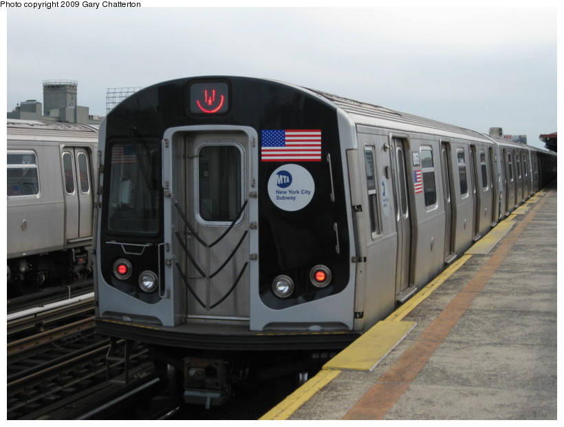 (108k, 820x620)<br><b>Country:</b> United States<br><b>City:</b> New York<br><b>System:</b> New York City Transit<br><b>Line:</b> BMT Astoria Line<br><b>Location:</b> 36th/Washington Aves. <br><b>Route:</b> W<br><b>Car:</b> R-160B (Kawasaki, 2005-2008)  8868 <br><b>Photo by:</b> Gary Chatterton<br><b>Date:</b> 4/15/2009<br><b>Viewed (this week/total):</b> 0 / 1330