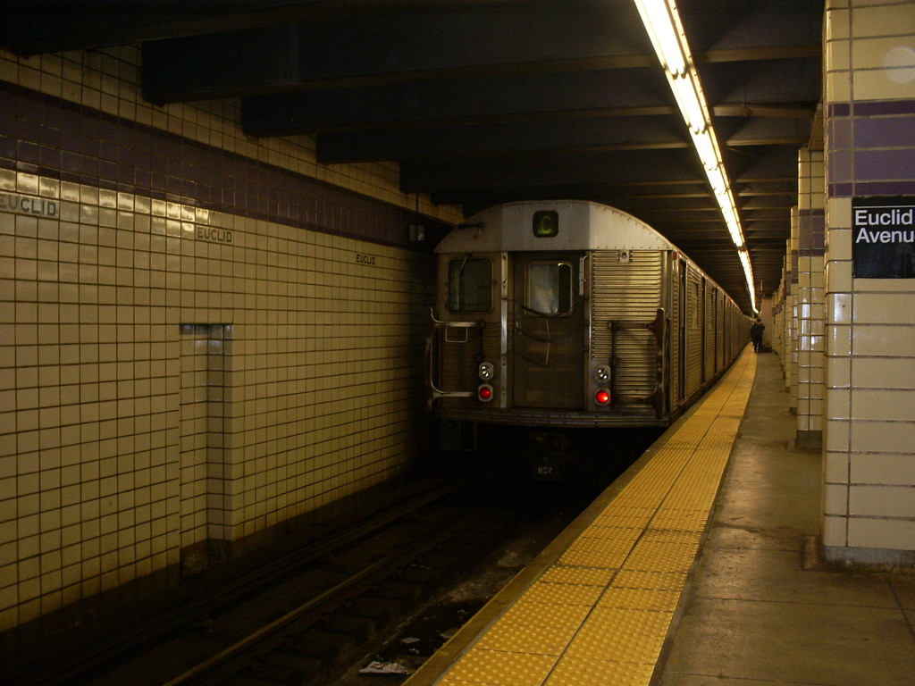 (232k, 1024x768)<br><b>Country:</b> United States<br><b>City:</b> New York<br><b>System:</b> New York City Transit<br><b>Line:</b> IND Fulton Street Line<br><b>Location:</b> Euclid Avenue <br><b>Route:</b> C<br><b>Car:</b> R-32 (Budd, 1964)  3439 <br><b>Photo by:</b> Christopher Henderson<br><b>Date:</b> 4/20/2009<br><b>Viewed (this week/total):</b> 0 / 622