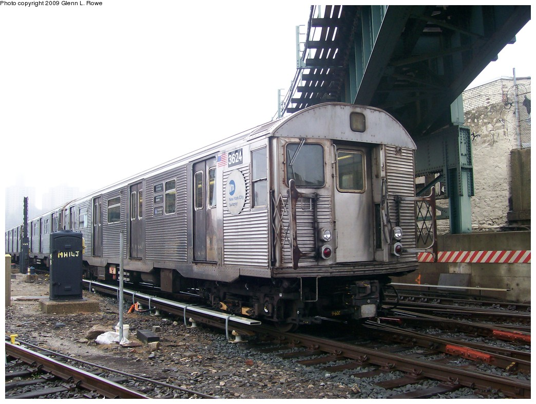 (230k, 1044x788)<br><b>Country:</b> United States<br><b>City:</b> New York<br><b>System:</b> New York City Transit<br><b>Location:</b> 207th Street Yard<br><b>Car:</b> R-32 (Budd, 1964)  3624 <br><b>Photo by:</b> Glenn L. Rowe<br><b>Date:</b> 4/21/2009<br><b>Viewed (this week/total):</b> 0 / 1349