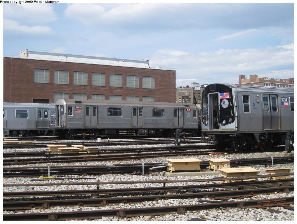 (247k, 1044x788)<br><b>Country:</b> United States<br><b>City:</b> New York<br><b>System:</b> New York City Transit<br><b>Location:</b> 207th Street Yard<br><b>Car:</b> R-62 (Kawasaki, 1983-1985)  1535 <br><b>Photo by:</b> Robert Mencher<br><b>Date:</b> 4/18/2009<br><b>Notes:</b> With R160 8313<br><b>Viewed (this week/total):</b> 1 / 535