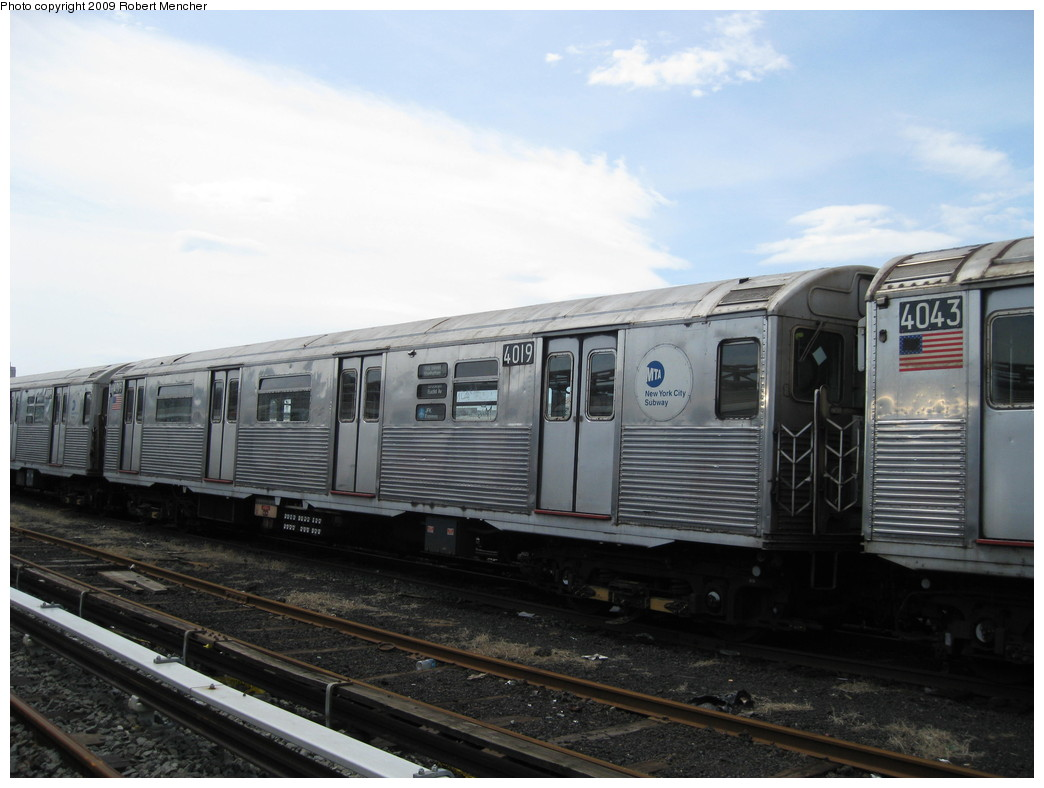 (177k, 1044x788)<br><b>Country:</b> United States<br><b>City:</b> New York<br><b>System:</b> New York City Transit<br><b>Location:</b> 207th Street Yard<br><b>Car:</b> R-38 (St. Louis, 1966-1967)  4019 <br><b>Photo by:</b> Robert Mencher<br><b>Date:</b> 4/18/2009<br><b>Viewed (this week/total):</b> 0 / 414