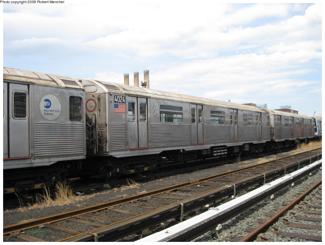 (208k, 1044x788)<br><b>Country:</b> United States<br><b>City:</b> New York<br><b>System:</b> New York City Transit<br><b>Location:</b> 207th Street Yard<br><b>Car:</b> R-38 (St. Louis, 1966-1967)  4024 <br><b>Photo by:</b> Robert Mencher<br><b>Date:</b> 4/18/2009<br><b>Viewed (this week/total):</b> 0 / 506