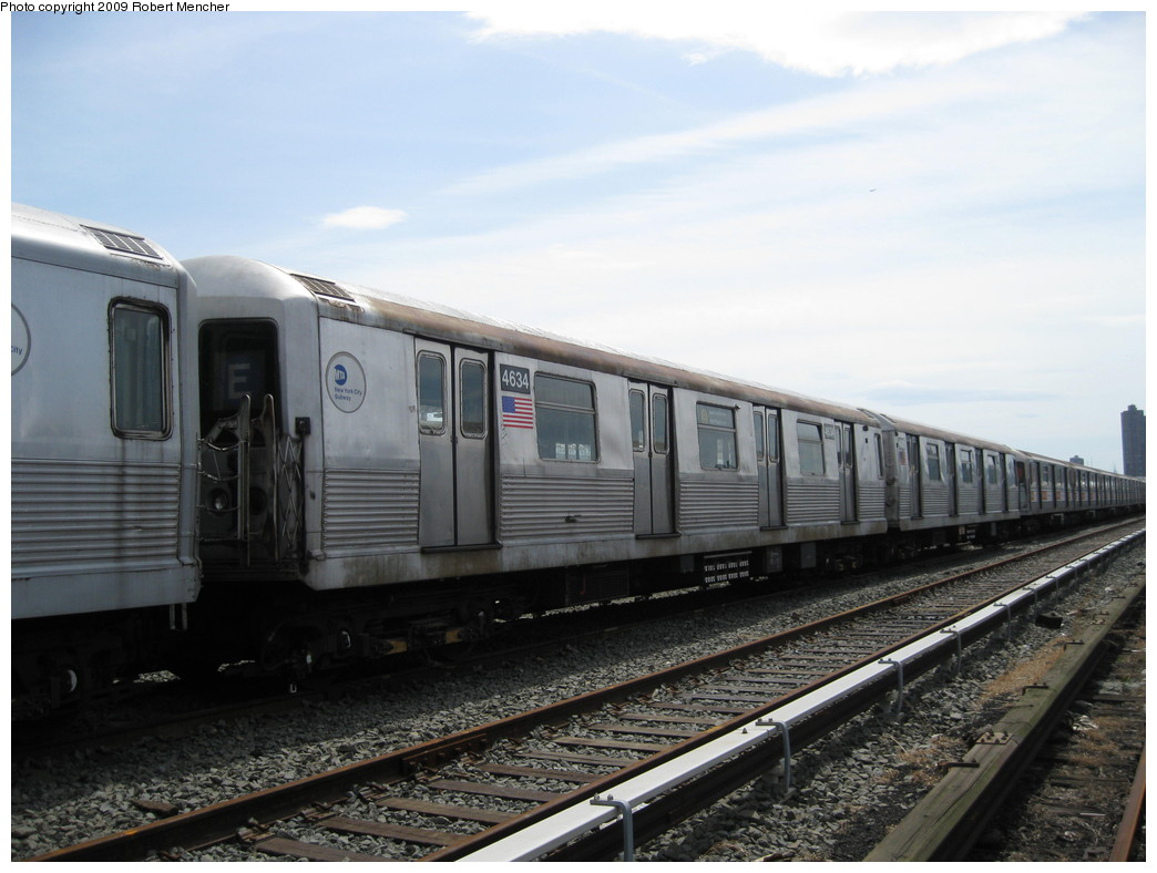 (187k, 1044x788)<br><b>Country:</b> United States<br><b>City:</b> New York<br><b>System:</b> New York City Transit<br><b>Location:</b> 207th Street Yard<br><b>Car:</b> R-42 (St. Louis, 1969-1970)  4634 <br><b>Photo by:</b> Robert Mencher<br><b>Date:</b> 4/18/2009<br><b>Viewed (this week/total):</b> 2 / 547