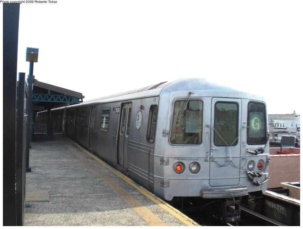 (167k, 1044x788)<br><b>Country:</b> United States<br><b>City:</b> New York<br><b>System:</b> New York City Transit<br><b>Line:</b> BMT Culver Line<br><b>Location:</b> Kings Highway <br><b>Route:</b> G<br><b>Car:</b> R-46 (Pullman-Standard, 1974-75) 5624 <br><b>Photo by:</b> Roberto C. Tobar<br><b>Date:</b> 4/25/2009<br><b>Viewed (this week/total):</b> 3 / 657