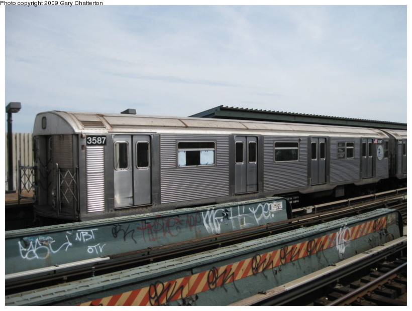 (120k, 820x620)<br><b>Country:</b> United States<br><b>City:</b> New York<br><b>System:</b> New York City Transit<br><b>Line:</b> IND Fulton Street Line<br><b>Location:</b> 80th Street/Hudson Street <br><b>Route:</b> A<br><b>Car:</b> R-32 (Budd, 1964)  3587 <br><b>Photo by:</b> Gary Chatterton<br><b>Date:</b> 4/29/2009<br><b>Viewed (this week/total):</b> 2 / 673