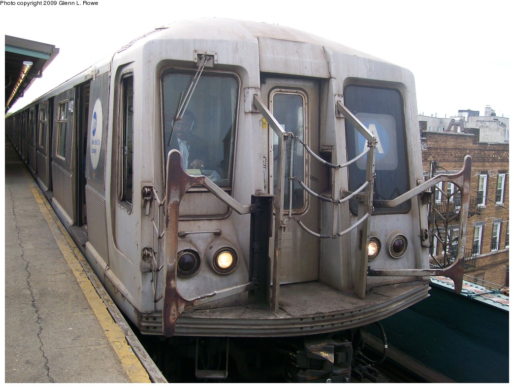 (204k, 1044x788)<br><b>Country:</b> United States<br><b>City:</b> New York<br><b>System:</b> New York City Transit<br><b>Line:</b> IND Fulton Street Line<br><b>Location:</b> Lefferts Boulevard <br><b>Route:</b> A<br><b>Car:</b> R-40 (St. Louis, 1968)  4432 <br><b>Photo by:</b> Glenn L. Rowe<br><b>Date:</b> 4/29/2009<br><b>Viewed (this week/total):</b> 0 / 954