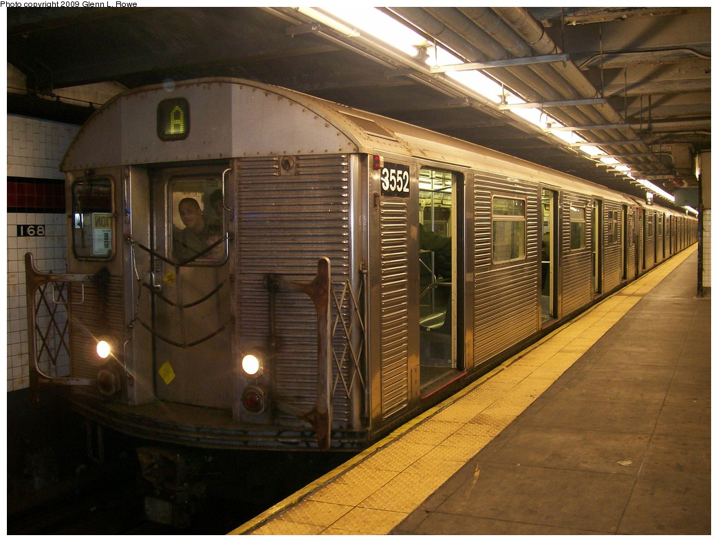 (220k, 1044x788)<br><b>Country:</b> United States<br><b>City:</b> New York<br><b>System:</b> New York City Transit<br><b>Line:</b> IND 8th Avenue Line<br><b>Location:</b> 168th Street <br><b>Route:</b> A<br><b>Car:</b> R-32 (Budd, 1964)  3552 <br><b>Photo by:</b> Glenn L. Rowe<br><b>Date:</b> 5/6/2009<br><b>Viewed (this week/total):</b> 0 / 492