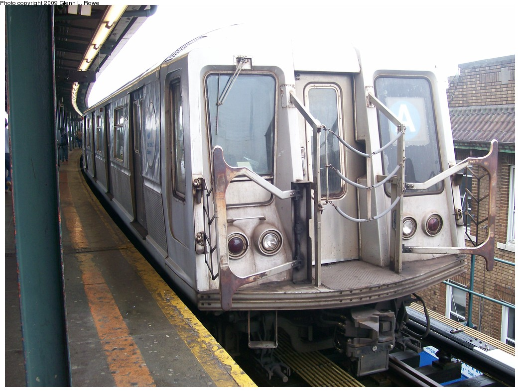 (224k, 1044x788)<br><b>Country:</b> United States<br><b>City:</b> New York<br><b>System:</b> New York City Transit<br><b>Line:</b> IND Fulton Street Line<br><b>Location:</b> Lefferts Boulevard <br><b>Route:</b> A<br><b>Car:</b> R-40 (St. Louis, 1968)  4342 <br><b>Photo by:</b> Glenn L. Rowe<br><b>Date:</b> 5/7/2009<br><b>Viewed (this week/total):</b> 0 / 549