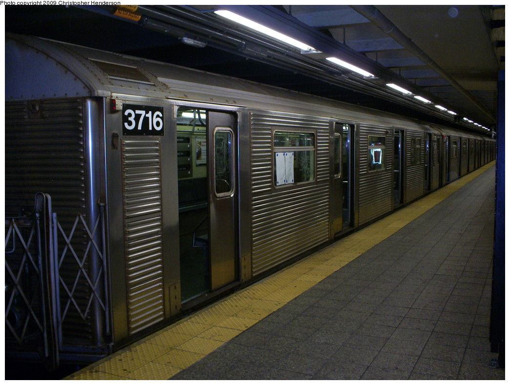 (262k, 1044x788)<br><b>Country:</b> United States<br><b>City:</b> New York<br><b>System:</b> New York City Transit<br><b>Line:</b> IND 8th Avenue Line<br><b>Location:</b> 207th Street <br><b>Route:</b> A<br><b>Car:</b> R-32 (Budd, 1964)  3716 <br><b>Photo by:</b> Christopher Henderson<br><b>Date:</b> 5/8/2009<br><b>Viewed (this week/total):</b> 3 / 534