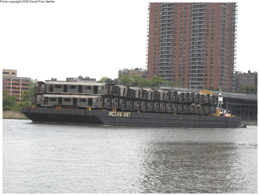 (249k, 1044x788)<br><b>Country:</b> United States<br><b>City:</b> New York<br><b>System:</b> New York City Transit<br><b>Location:</b> Harlem River Ship Canal<br><b>Car:</b> R-38 (St. Louis, 1966-1967)  3974/4129 <br><b>Photo by:</b> David-Paul Gerber<br><b>Date:</b> 5/16/2009<br><b>Viewed (this week/total):</b> 2 / 756