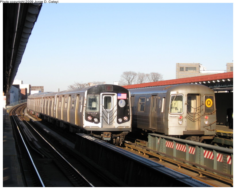 (117k, 820x658)<br><b>Country:</b> United States<br><b>City:</b> New York<br><b>System:</b> New York City Transit<br><b>Line:</b> BMT Astoria Line<br><b>Location:</b> 30th/Grand Aves. <br><b>Route:</b> Q reroute<br><b>Car:</b> R-68A (Kawasaki, 1988-1989)  5168 <br><b>Photo by:</b> Jorge Catayi<br><b>Date:</b> 2/1/2009<br><b>Notes:</b> With 9042<br><b>Viewed (this week/total):</b> 1 / 1613