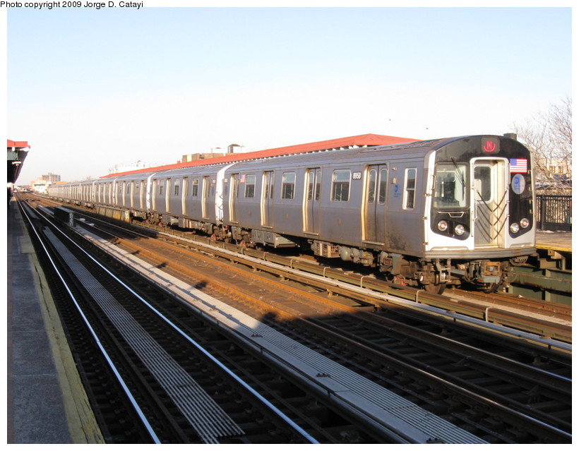 (140k, 820x639)<br><b>Country:</b> United States<br><b>City:</b> New York<br><b>System:</b> New York City Transit<br><b>Line:</b> BMT Astoria Line<br><b>Location:</b> 39th/Beebe Aves. <br><b>Route:</b> N<br><b>Car:</b> R-160B (Kawasaki, 2005-2008)  8958 <br><b>Photo by:</b> Jorge Catayi<br><b>Date:</b> 2/1/2009<br><b>Viewed (this week/total):</b> 4 / 791