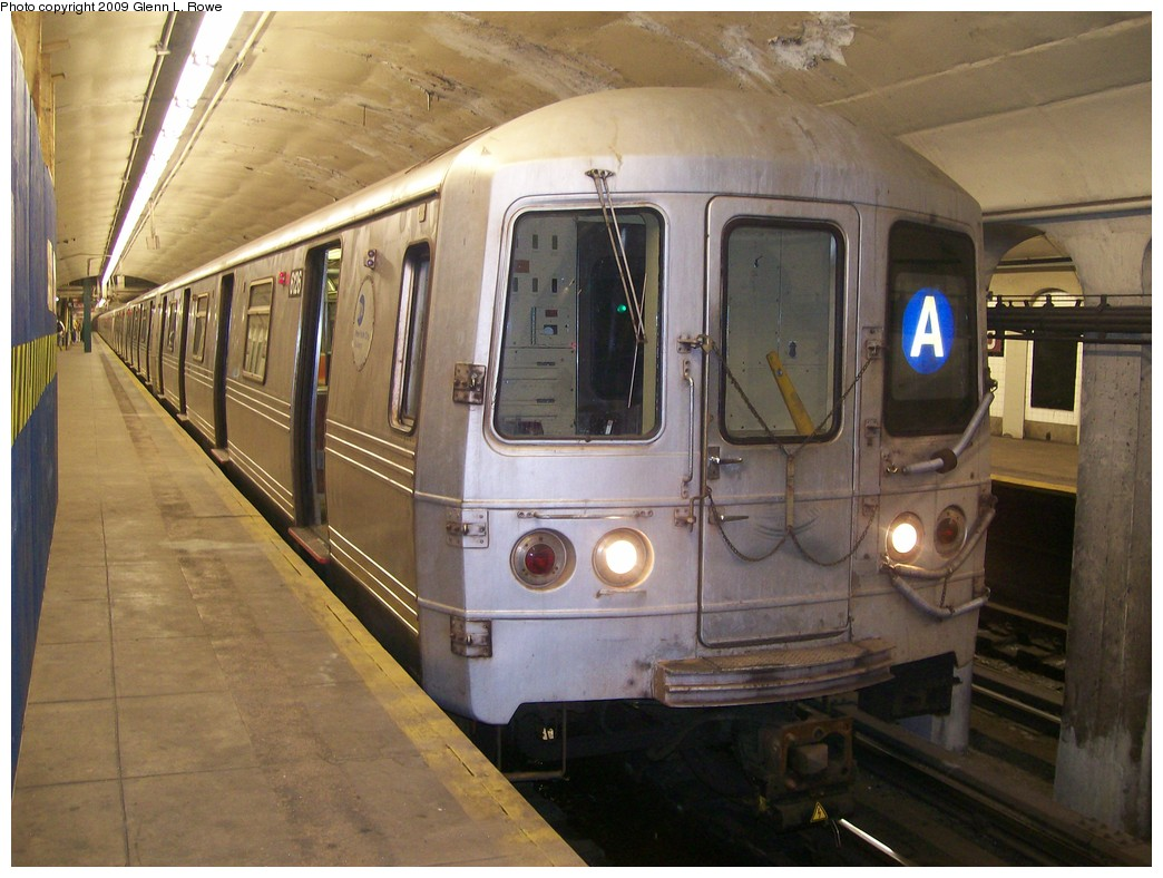 (205k, 1044x788)<br><b>Country:</b> United States<br><b>City:</b> New York<br><b>System:</b> New York City Transit<br><b>Line:</b> IND 8th Avenue Line<br><b>Location:</b> 190th Street/Overlook Terrace <br><b>Route:</b> A<br><b>Car:</b> R-46 (Pullman-Standard, 1974-75) 6126 <br><b>Photo by:</b> Glenn L. Rowe<br><b>Date:</b> 5/20/2009<br><b>Viewed (this week/total):</b> 2 / 964