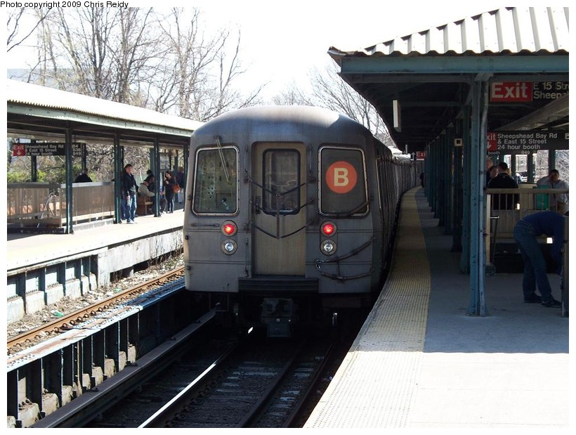 (162k, 820x619)<br><b>Country:</b> United States<br><b>City:</b> New York<br><b>System:</b> New York City Transit<br><b>Line:</b> BMT Brighton Line<br><b>Location:</b> Sheepshead Bay <br><b>Route:</b> B<br><b>Car:</b> R-68A (Kawasaki, 1988-1989)  5036 <br><b>Photo by:</b> Chris Reidy<br><b>Date:</b> 4/17/2009<br><b>Viewed (this week/total):</b> 2 / 708