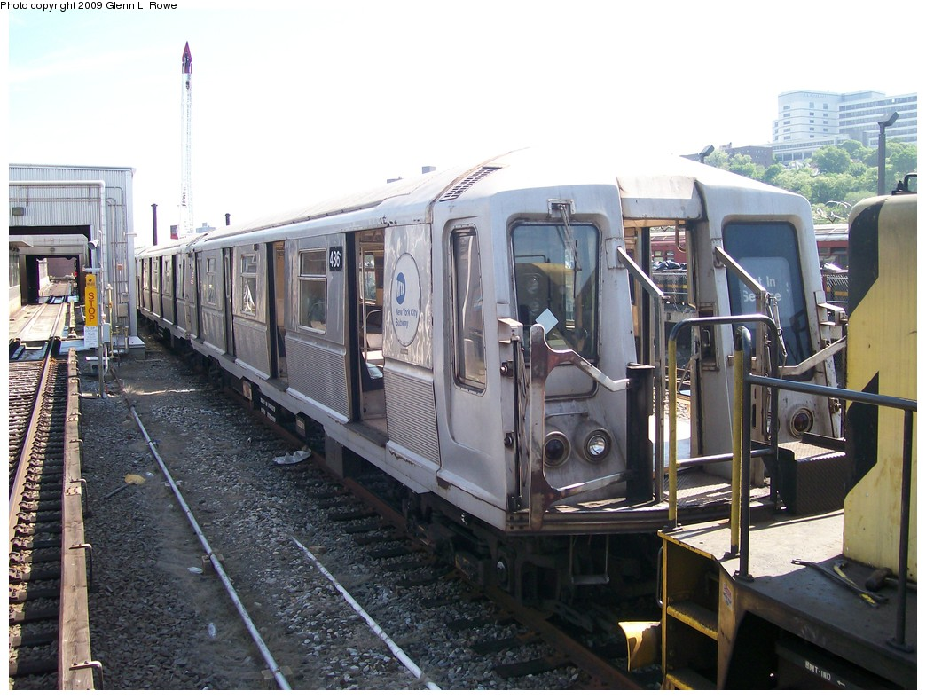(224k, 1044x788)<br><b>Country:</b> United States<br><b>City:</b> New York<br><b>System:</b> New York City Transit<br><b>Location:</b> 207th Street Yard<br><b>Car:</b> R-40 (St. Louis, 1968)  4361 <br><b>Photo by:</b> Glenn L. Rowe<br><b>Date:</b> 5/22/2009<br><b>Viewed (this week/total):</b> 0 / 727