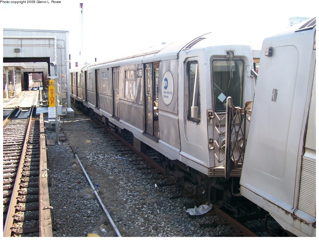 (245k, 1044x788)<br><b>Country:</b> United States<br><b>City:</b> New York<br><b>System:</b> New York City Transit<br><b>Location:</b> 207th Street Yard<br><b>Car:</b> R-40 (St. Louis, 1968)  4265 <br><b>Photo by:</b> Glenn L. Rowe<br><b>Date:</b> 5/22/2009<br><b>Viewed (this week/total):</b> 2 / 559