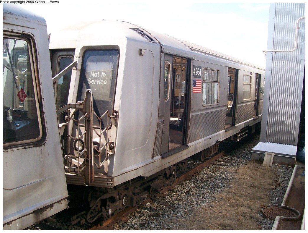(223k, 1044x788)<br><b>Country:</b> United States<br><b>City:</b> New York<br><b>System:</b> New York City Transit<br><b>Location:</b> 207th Street Yard<br><b>Car:</b> R-40 (St. Louis, 1968)  4264 <br><b>Photo by:</b> Glenn L. Rowe<br><b>Date:</b> 5/22/2009<br><b>Viewed (this week/total):</b> 0 / 799