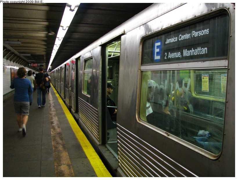 (140k, 820x620)<br><b>Country:</b> United States<br><b>City:</b> New York<br><b>System:</b> New York City Transit<br><b>Line:</b> IND 6th Avenue Line<br><b>Location:</b> 23rd Street <br><b>Route:</b> E reroute<br><b>Car:</b> R-42 (St. Louis, 1969-1970)  4764 <br><b>Photo by:</b> Bill E.<br><b>Date:</b> 5/9/2009<br><b>Viewed (this week/total):</b> 1 / 1045