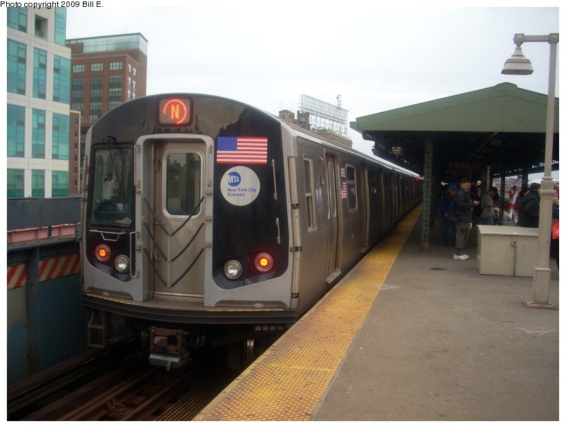 (143k, 820x620)<br><b>Country:</b> United States<br><b>City:</b> New York<br><b>System:</b> New York City Transit<br><b>Line:</b> BMT Astoria Line<br><b>Location:</b> Queensborough Plaza <br><b>Route:</b> N<br><b>Car:</b> R-160B (Kawasaki, 2005-2008)  8862 <br><b>Photo by:</b> Bill E.<br><b>Date:</b> 5/17/2009<br><b>Viewed (this week/total):</b> 2 / 1128