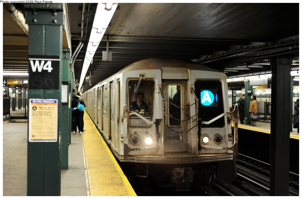 (167k, 1044x690)<br><b>Country:</b> United States<br><b>City:</b> New York<br><b>System:</b> New York City Transit<br><b>Line:</b> IND 8th Avenue Line<br><b>Location:</b> West 4th Street/Washington Square <br><b>Route:</b> A<br><b>Car:</b> R-40 (St. Louis, 1968)   <br><b>Photo by:</b> Richard Panse<br><b>Date:</b> 4/1/2009<br><b>Viewed (this week/total):</b> 0 / 1533