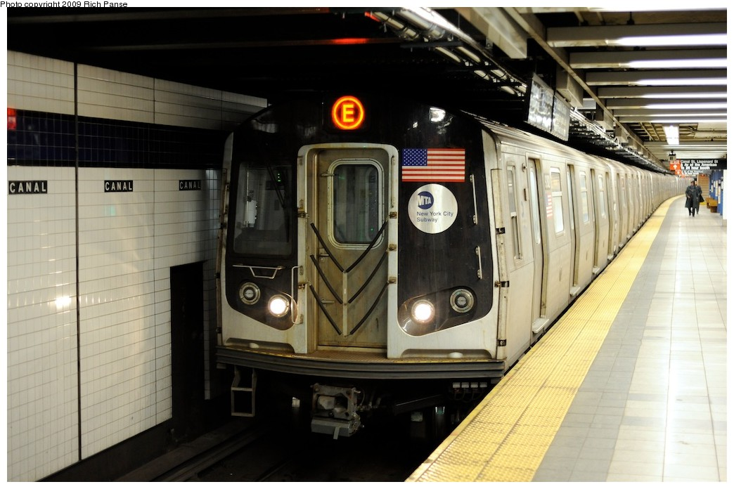 (168k, 1044x696)<br><b>Country:</b> United States<br><b>City:</b> New York<br><b>System:</b> New York City Transit<br><b>Line:</b> IND 8th Avenue Line<br><b>Location:</b> Canal Street-Holland Tunnel <br><b>Route:</b> E<br><b>Car:</b> R-160A (Option 1) (Alstom, 2008-2009, 5 car sets)  9373 <br><b>Photo by:</b> Richard Panse<br><b>Date:</b> 4/1/2009<br><b>Viewed (this week/total):</b> 0 / 1054
