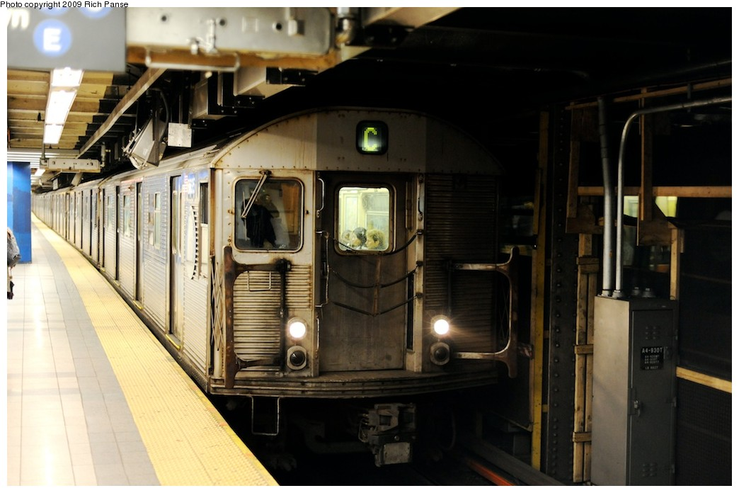 (154k, 1044x696)<br><b>Country:</b> United States<br><b>City:</b> New York<br><b>System:</b> New York City Transit<br><b>Line:</b> IND 8th Avenue Line<br><b>Location:</b> Canal Street-Holland Tunnel <br><b>Route:</b> C<br><b>Car:</b> R-32 (Budd, 1964)   <br><b>Photo by:</b> Richard Panse<br><b>Date:</b> 4/1/2009<br><b>Viewed (this week/total):</b> 1 / 679
