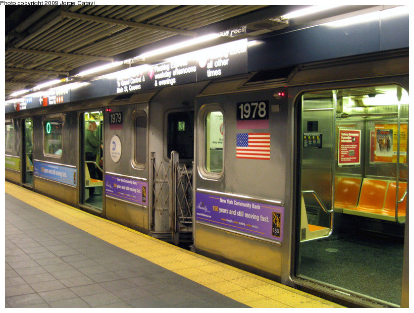 (196k, 820x620)<br><b>Country:</b> United States<br><b>City:</b> New York<br><b>System:</b> New York City Transit<br><b>Line:</b> IRT Flushing Line<br><b>Location:</b> Times Square <br><b>Route:</b> 7<br><b>Car:</b> R-62A (Bombardier, 1984-1987)  1979/1978 <br><b>Photo by:</b> Jorge Catayi<br><b>Date:</b> 3/22/2009<br><b>Viewed (this week/total):</b> 4 / 1390