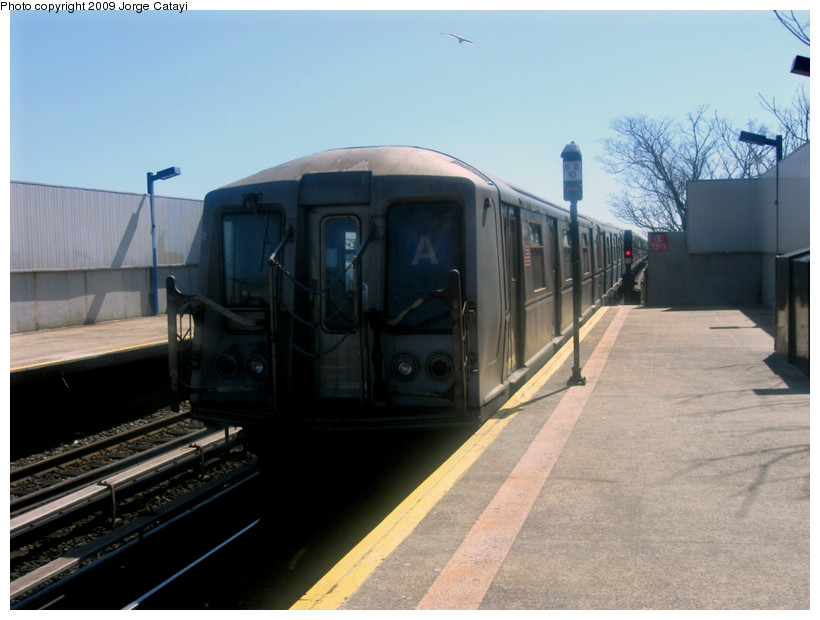 (144k, 820x620)<br><b>Country:</b> United States<br><b>City:</b> New York<br><b>System:</b> New York City Transit<br><b>Line:</b> IND Rockaway<br><b>Location:</b> Broad Channel <br><b>Route:</b> A<br><b>Car:</b> R-40 (St. Louis, 1968)  4347 <br><b>Photo by:</b> Jorge Catayi<br><b>Date:</b> 3/23/2009<br><b>Viewed (this week/total):</b> 2 / 637