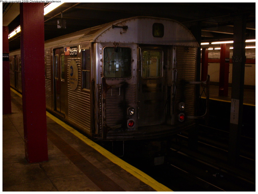 (204k, 1044x788)<br><b>Country:</b> United States<br><b>City:</b> New York<br><b>System:</b> New York City Transit<br><b>Line:</b> IND Queens Boulevard Line<br><b>Location:</b> Parsons Boulevard <br><b>Route:</b> R layup<br><b>Car:</b> R-32 (Budd, 1964)  3370 <br><b>Photo by:</b> Christopher Henderson<br><b>Date:</b> 5/26/2009<br><b>Viewed (this week/total):</b> 3 / 1035