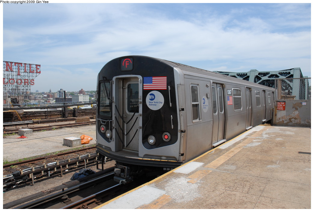 (229k, 1044x705)<br><b>Country:</b> United States<br><b>City:</b> New York<br><b>System:</b> New York City Transit<br><b>Line:</b> IND Crosstown Line<br><b>Location:</b> Smith/9th Street <br><b>Route:</b> F<br><b>Car:</b> R-160A (Option 1) (Alstom, 2008-2009, 5 car sets)  9367 <br><b>Photo by:</b> Gin Yee<br><b>Date:</b> 5/22/2009<br><b>Viewed (this week/total):</b> 0 / 1033