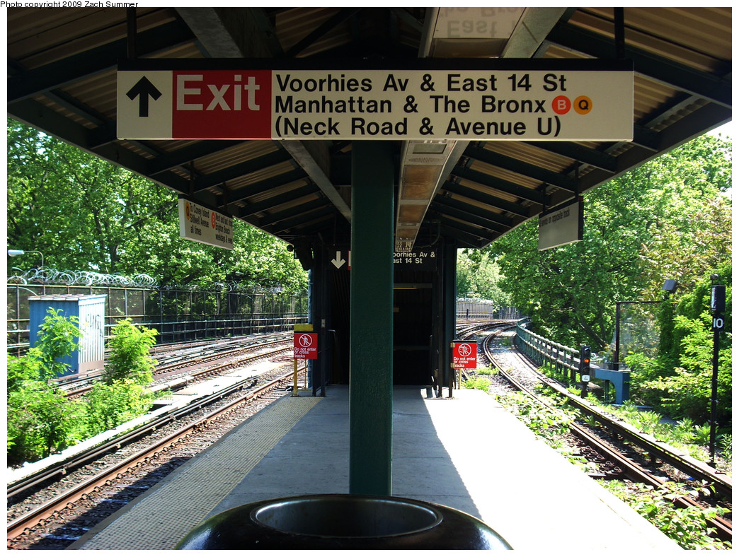 (412k, 1044x788)<br><b>Country:</b> United States<br><b>City:</b> New York<br><b>System:</b> New York City Transit<br><b>Line:</b> BMT Brighton Line<br><b>Location:</b> Sheepshead Bay <br><b>Photo by:</b> Zach Summer<br><b>Date:</b> 5/25/2009<br><b>Notes:</b> Station view, with temporary station signage<br><b>Viewed (this week/total):</b> 3 / 1157