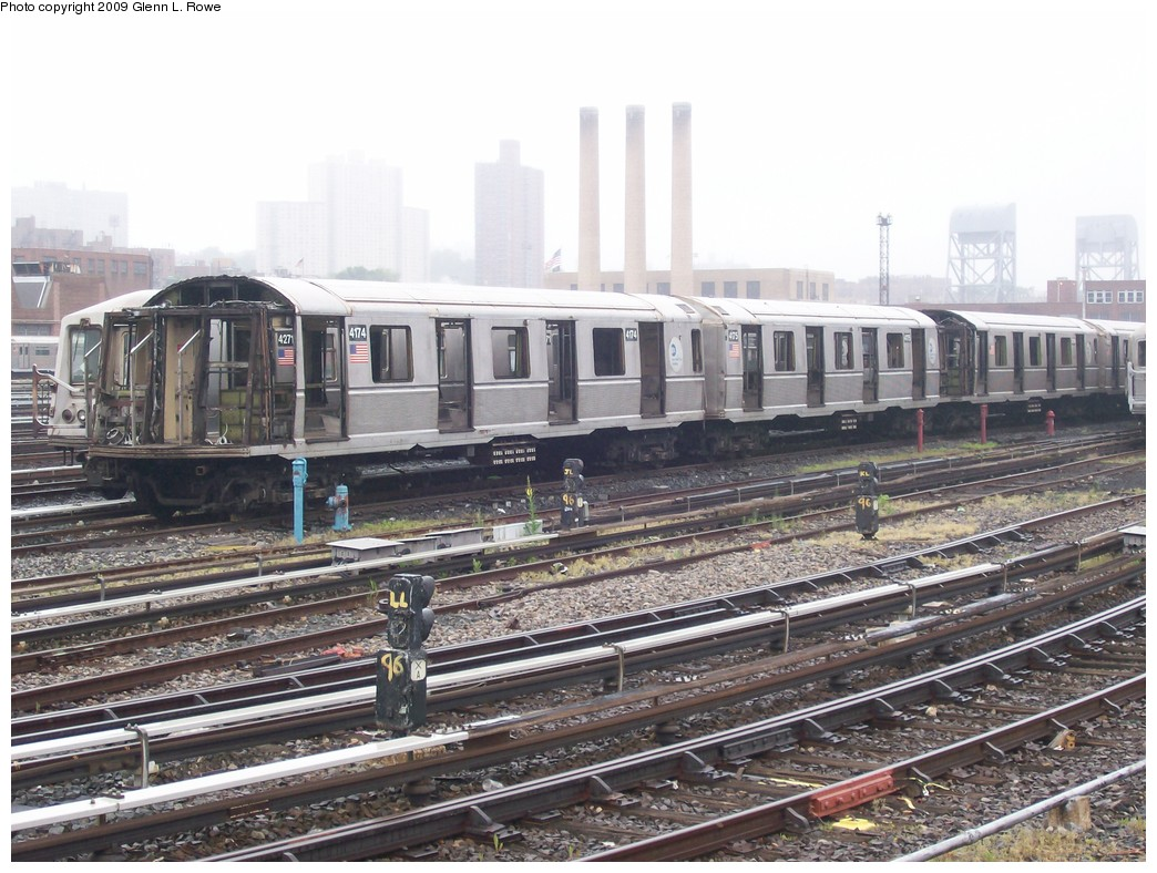 (232k, 1044x788)<br><b>Country:</b> United States<br><b>City:</b> New York<br><b>System:</b> New York City Transit<br><b>Location:</b> 207th Street Yard<br><b>Car:</b> R-40 (St. Louis, 1968)  4174 <br><b>Photo by:</b> Glenn L. Rowe<br><b>Date:</b> 5/27/2009<br><b>Notes:</b> Scrap<br><b>Viewed (this week/total):</b> 0 / 590