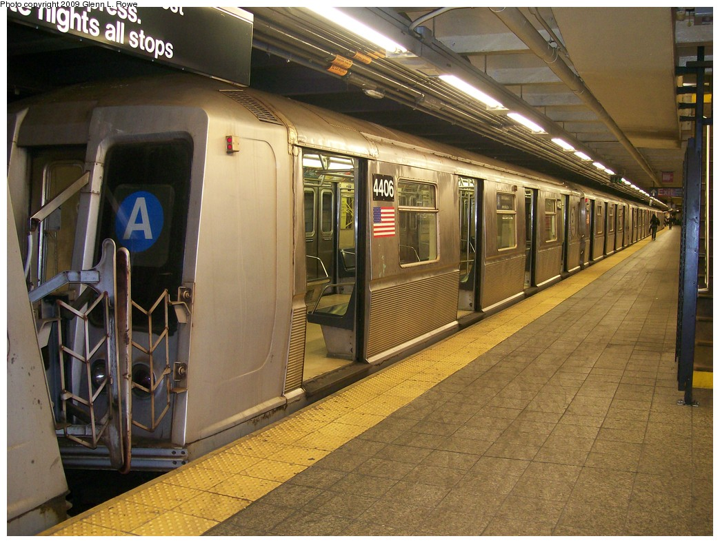 (243k, 1044x788)<br><b>Country:</b> United States<br><b>City:</b> New York<br><b>System:</b> New York City Transit<br><b>Line:</b> IND 8th Avenue Line<br><b>Location:</b> 207th Street <br><b>Route:</b> A<br><b>Car:</b> R-40 (St. Louis, 1968)  4406 <br><b>Photo by:</b> Glenn L. Rowe<br><b>Date:</b> 5/28/2009<br><b>Viewed (this week/total):</b> 1 / 533