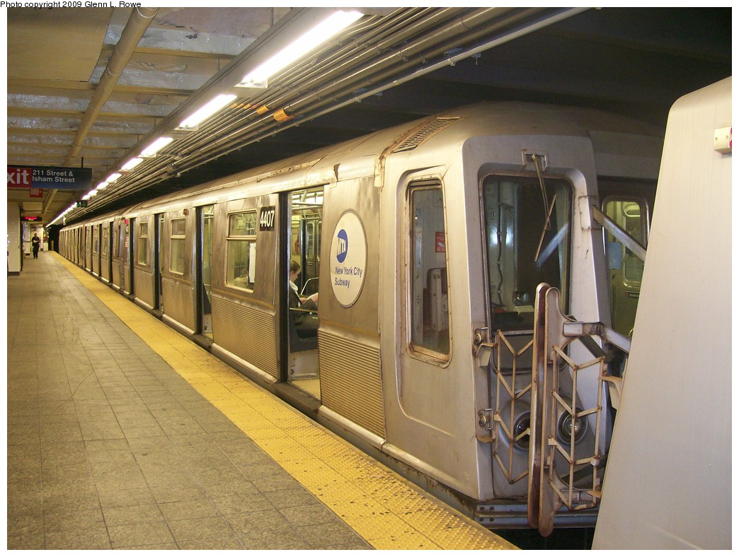 (228k, 1044x788)<br><b>Country:</b> United States<br><b>City:</b> New York<br><b>System:</b> New York City Transit<br><b>Line:</b> IND 8th Avenue Line<br><b>Location:</b> 207th Street <br><b>Route:</b> A<br><b>Car:</b> R-40 (St. Louis, 1968)  4407 <br><b>Photo by:</b> Glenn L. Rowe<br><b>Date:</b> 5/28/2009<br><b>Viewed (this week/total):</b> 0 / 399