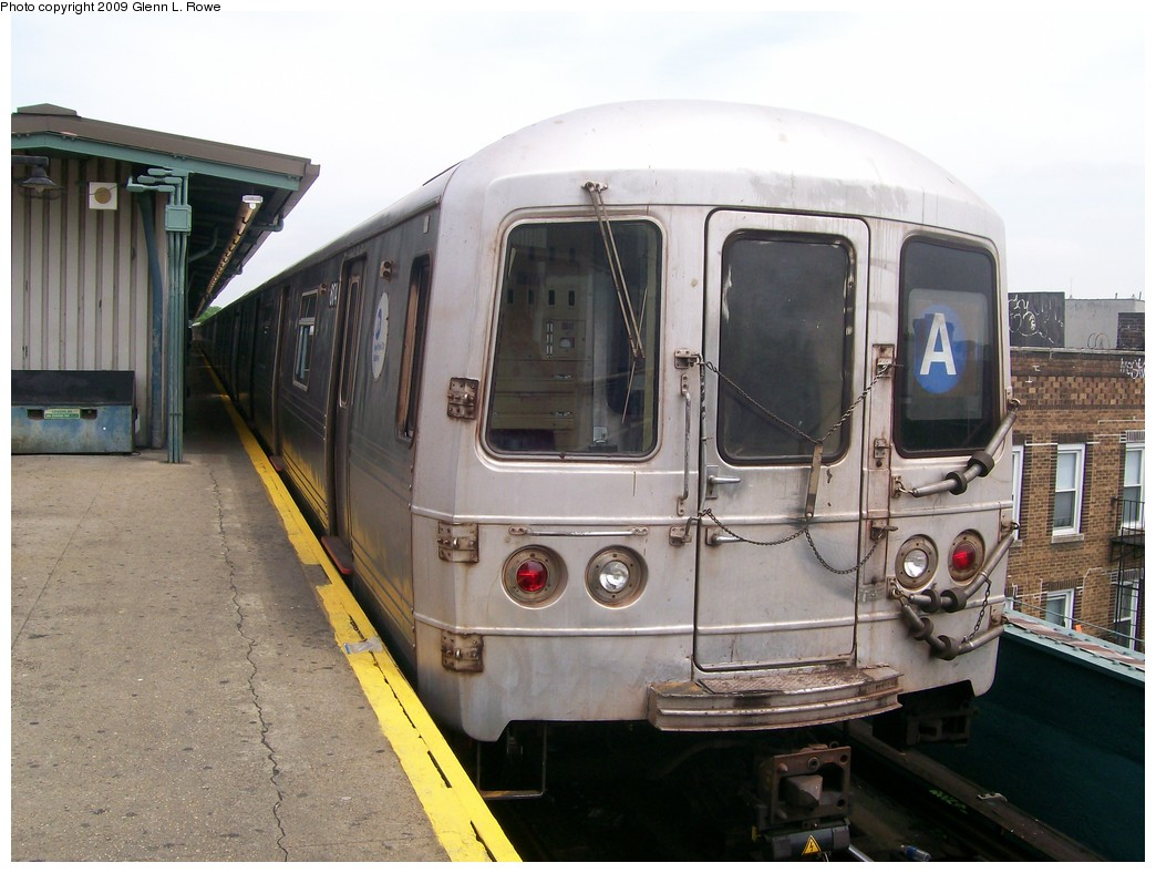(195k, 1044x788)<br><b>Country:</b> United States<br><b>City:</b> New York<br><b>System:</b> New York City Transit<br><b>Line:</b> IND Fulton Street Line<br><b>Location:</b> Lefferts Boulevard <br><b>Route:</b> A<br><b>Car:</b> R-46 (Pullman-Standard, 1974-75) 6174 <br><b>Photo by:</b> Glenn L. Rowe<br><b>Date:</b> 5/29/2009<br><b>Viewed (this week/total):</b> 2 / 562