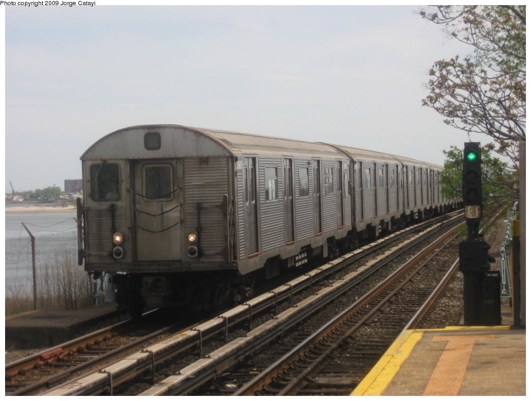 (184k, 1044x788)<br><b>Country:</b> United States<br><b>City:</b> New York<br><b>System:</b> New York City Transit<br><b>Line:</b> IND Rockaway<br><b>Location:</b> Broad Channel <br><b>Route:</b> A<br><b>Car:</b> R-32 (Budd, 1964)  3611 <br><b>Photo by:</b> Jorge Catayi<br><b>Date:</b> 5/11/2009<br><b>Viewed (this week/total):</b> 2 / 579